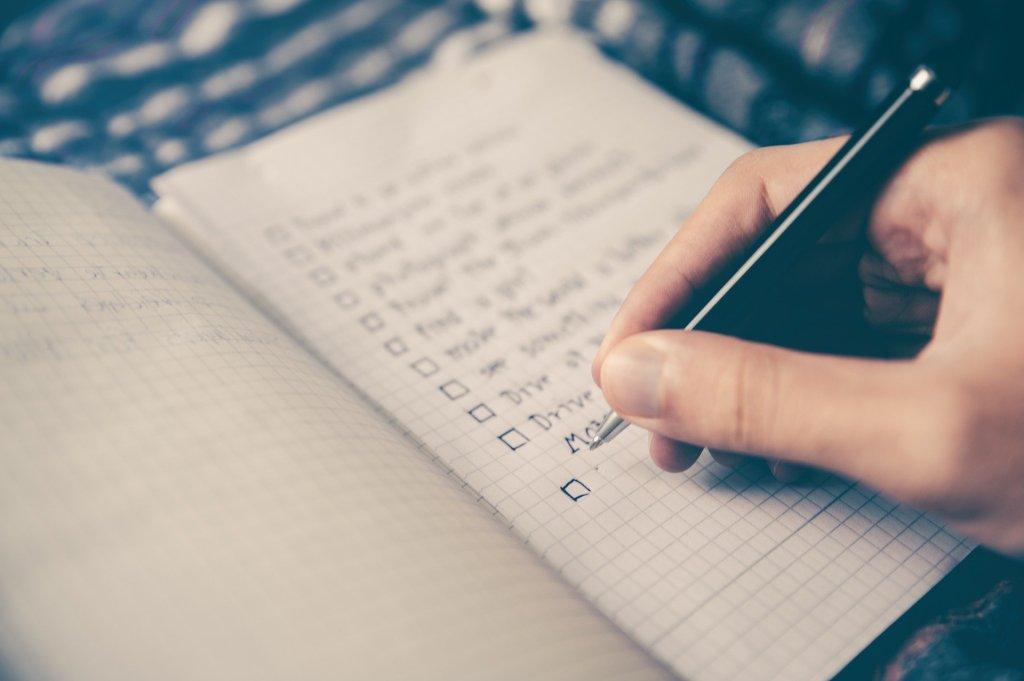 6 أسباب لماذا عليك كتابة أهدافك و6 طرق كيف يمكنك تحقيقها بعد كتابتها؟